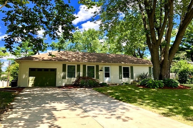 146 Oaklawn Oswego, IL